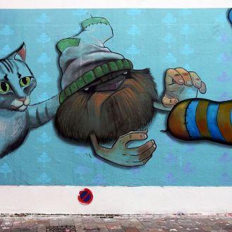 Wusstet ihr, dass es ein Monster gibt, dass Nachts eure Socken klaut? Ja ganz bestimmt! Das ist auch der Grund, warum unsere Sockenpaare mit der Zeit zu einem Haufen loser Socken verkommen. Alexandre Gimbel hat es gesehen und es für die Öffentlichkeit sichtbar auf der Rue de la Moselle portraitiert.