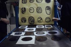 Der Druck eines 80x160-formatigen Werkes, welches aus mehreren kleinformatigen Werken Irinis besteht.