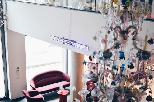 Blick auf das Café des me Collectors Room von der ersten Etage aus.