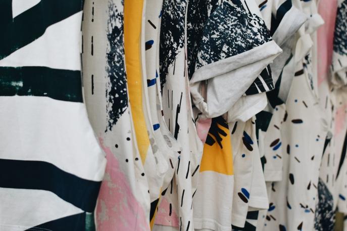 Modt ist das Streetwear Unternehmen des jungen Künstlers Brandon Schell. Unisex Shirts in kreativen Prints made in Berlin. Mein absoluter Favorit des diesjährigen grünen Showrooms. Schaut euch die Website an unter http://www.modtmodt.com/