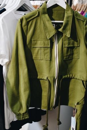 SS17 Jacke des Eco Labels Lov Joi. Auch dieses war eines der Labels, deren Mode meinen Geschmack gut getroffen hat. Schaut euch an was sie zu bieten haben unter www.lovjoi.com
